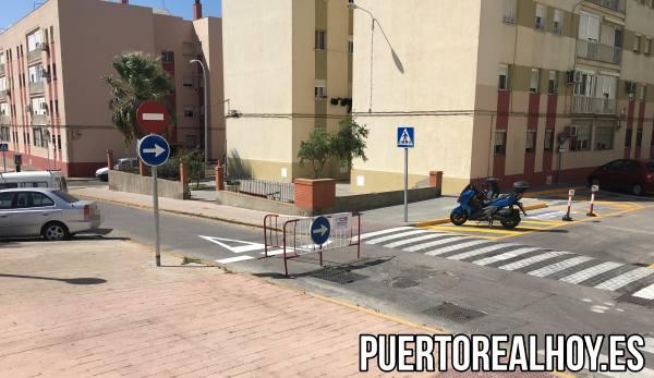 Calle Concepción con la señalización de girar hacia calle Amargura.