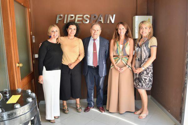 Gema Pérez con el personal de Pipespain.