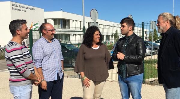 Miembros de Andalucía Por Sí en la Facultad de Ingeniería.