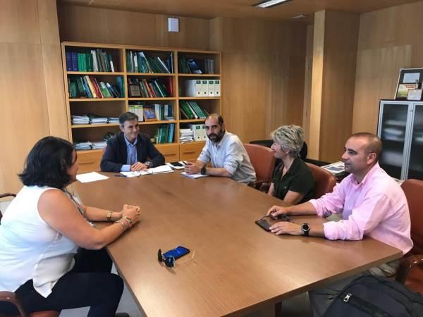 Antonio Romero y María Merello reunidos con Ángel Acuña.
