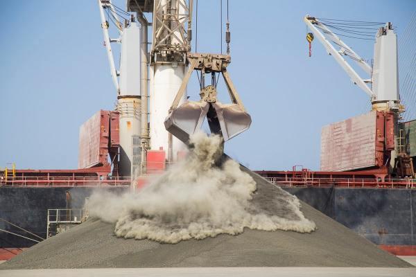 Descarga de graneles sólidos en La Cabezuela.