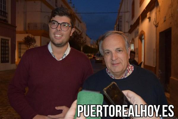 Vicente Fernández junto a Gonzalo Oliver.
