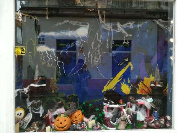 Calzados Piecito, premio de escaparates de Halloween.