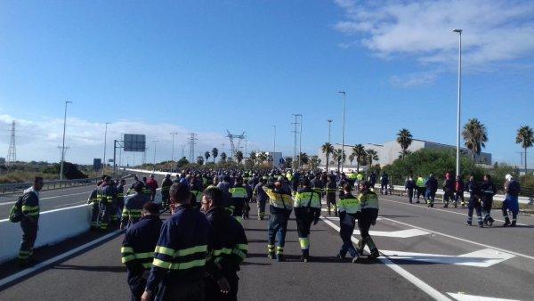 Movilización de los trabajadores de Navantia al Puente Carranza.