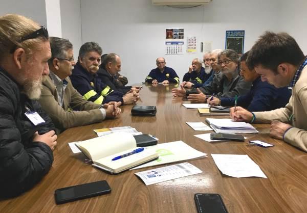 Miembros de Andalucía Por Sí con el Comité de Empresa de Navantia.