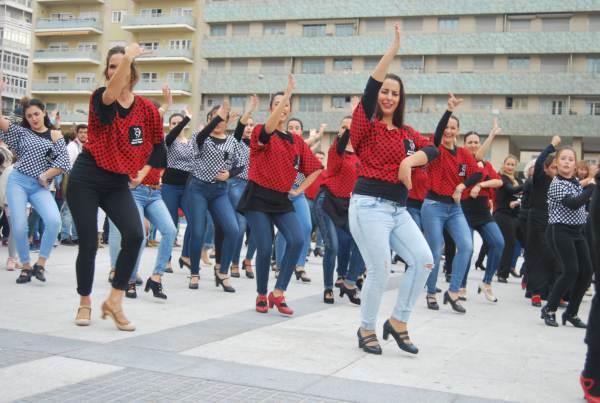 Flashmob de la Escuela de Baile de María Poquet y el Estudio Flamenco de Ana González