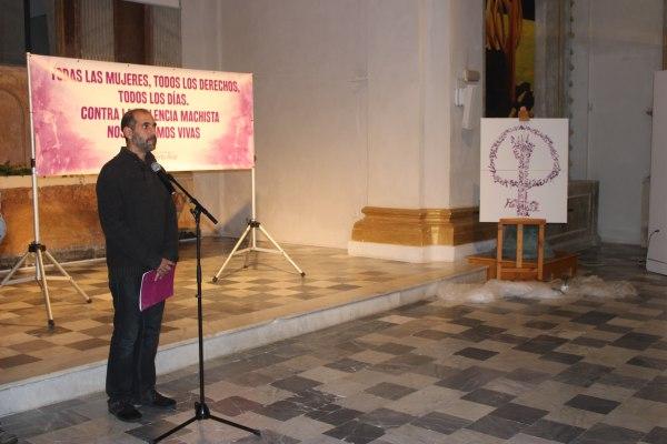 Antonio Romero, en el minuto de silencio del acto contra la violencia de género.