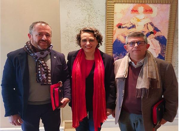 Antonio Montoro (UGT) con la Ministra de Trabajo, Magdalena Valerio.
