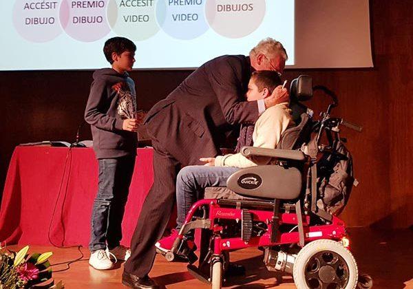 Alumnos del IES La Algaida recogen el Premio del Defensor del Menor Andaluz.