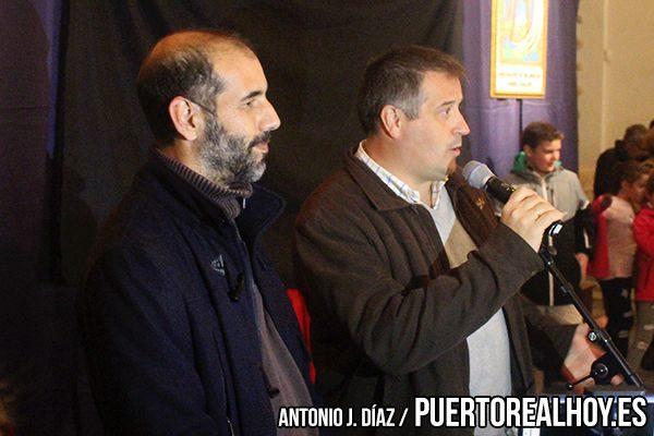 Antonio Romero, Alcalde de Puerto Real, junto a Francisco García, Presidente de la Asociación Belenista.