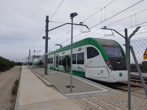 El Tranvía a su paso por el polígono de Tres Caminos.