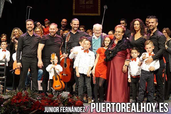 Maritere Quintana junto a su familia en el pasado pregón de Navidad.