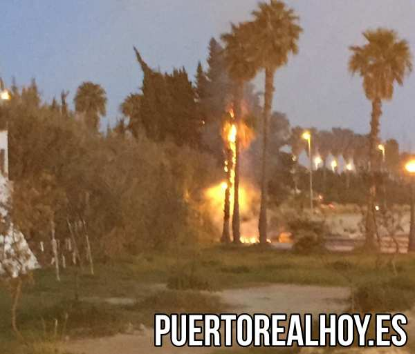 Incendio en el Paseo Marítimo.