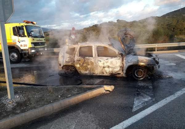 Incendio de un vehículo.