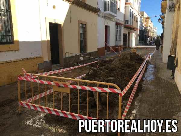 Rotura de Tubería en la Calle Amargura.
