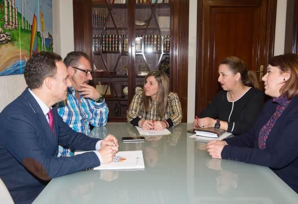Irene García con los trabajadores de Konecta