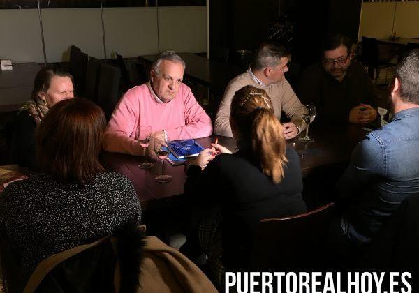 Vicente Fernández con los trabajadores de Konecta BTO.