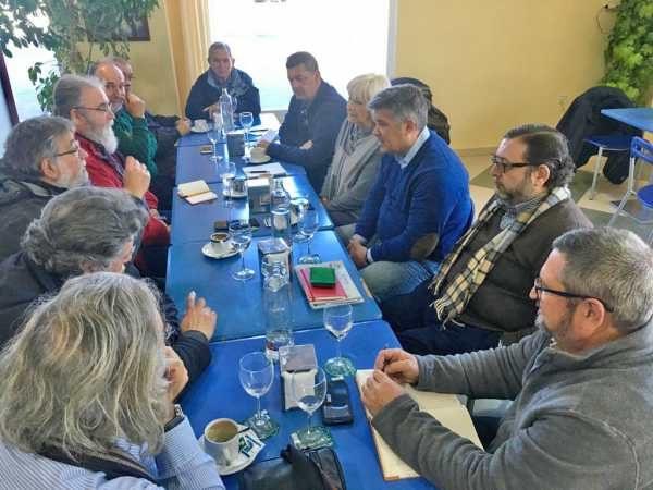 Miembros del PP con el Comité de Empresa de Navantia Puerto Real.