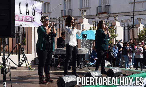 """Grupo """"Ellas"""" actuando en la Plaza de Jesús."""