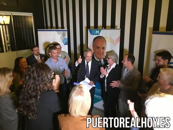 Ovación para Fernández tras su discurso.