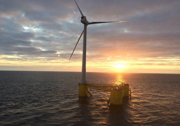 Estructura eólica marina en Kinkardine (Escocia)
