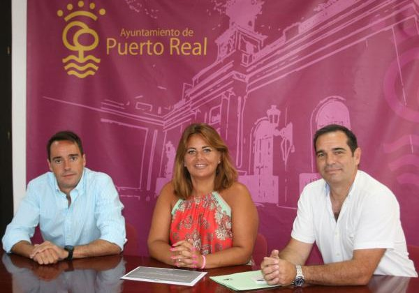 Elena Amaya y Pedro Gallardo en una reunión.